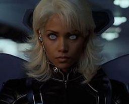 elle fut auparavant sur sa terre natale (l\u0027Afrique) considérée comme  une déesse avant que Xavier ne lui propose de se joindre aux X,Men.